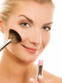 Советы по нанесению макияжа для гламурного зимнего образа