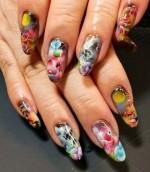 Цветочные мотивы на ногтях