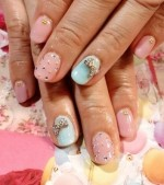 Сверкающие элементы на ногтях