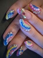 Привлекающие внимание цветные детали на ногте